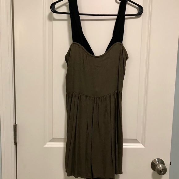 Solemio Dresses & Skirts - ⭐️MAKE AN OFFER⭐️ Olive green dress